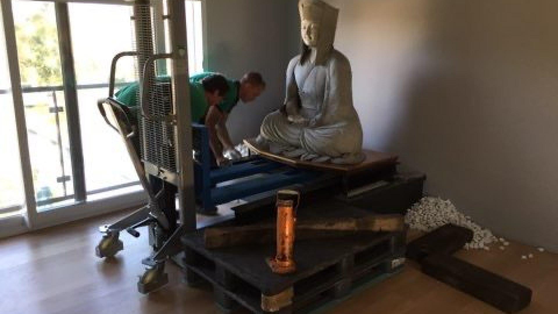Déménagement de la statue de Gampopa